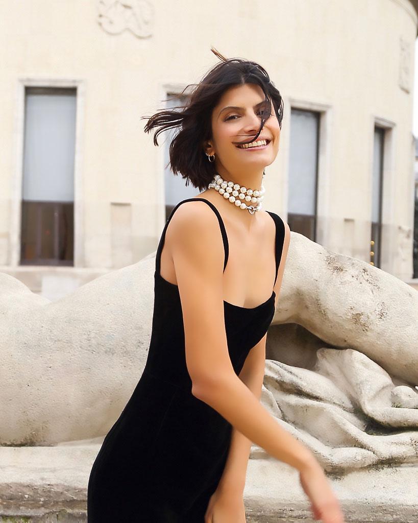 les-merveilleuses-robe-noir-bijoux-Redline